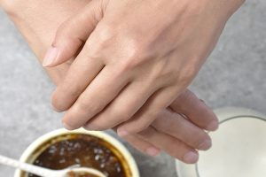 How To Reduce Wrinkles On The Hands And Fingers
